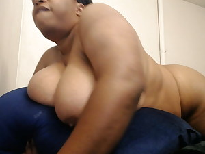 Rubbing my clit on my pillow