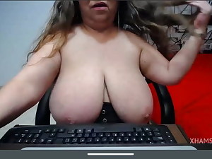 Uggly plus-size monster tits flash snatch rump crevasse